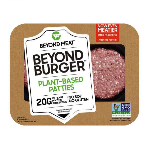 Beyond Burger 2 片裝 / 499 元 (微風超市) Beyond Meat 並沒有放棄,繼續在原有技術上精進,像是用機器模擬人咀嚼的動作,調整產品的彈性;用甜菜根讓豌豆蛋白、椰子油等成份流出超擬真的「肉汁」等細節。種種的努力使後來推出的「牛肉」大獲成功,Beyond Meat 目前在市場上最廣為人知的就是號稱比真的漢堡排還好吃的「Beyond Burger」。