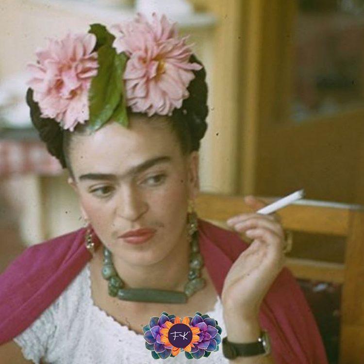 安雅泰勒喬的偶像是墨西哥畫家芙烈達·卡蘿(fridakahlo)